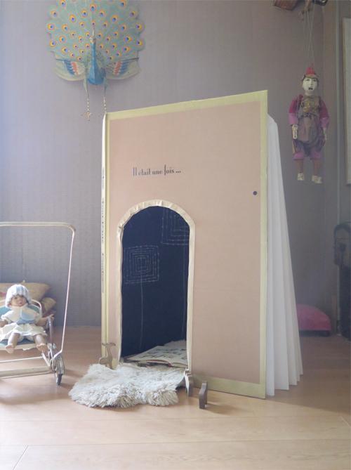cabane en forme de livre pour enfants